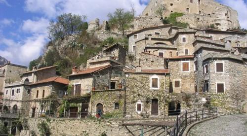 Castelvecchio-di-Rocca-Barbena-25min-vanaf-Albenga